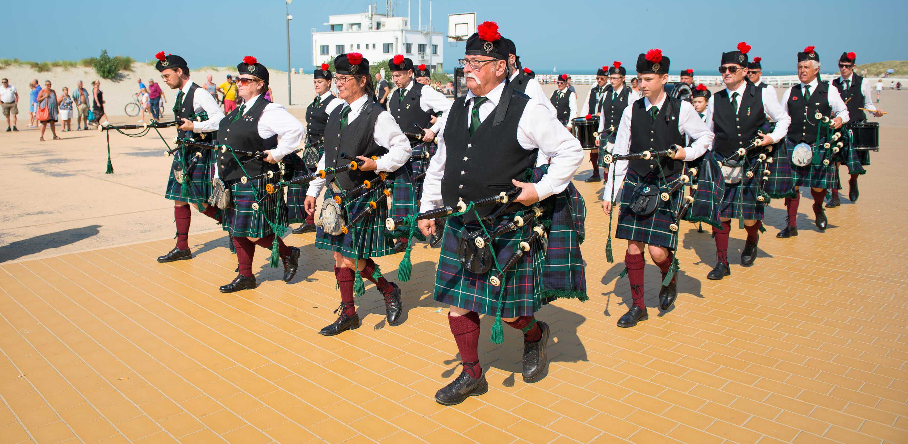 "Flemish Caledonian Pipes & Drums ""Clan MacKenzie"" vzw"